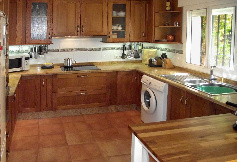 Kitchen fully equipped in wood with big sink