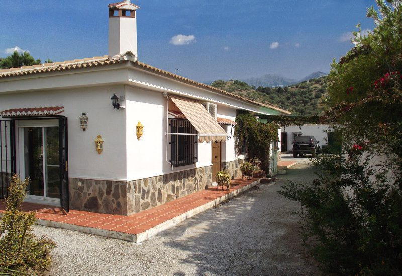 Casa Los Galivanes is in the country side of La Viñuela and has a nice view on the surrounding mountains